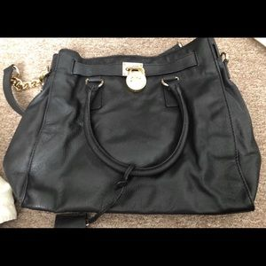 EUC Large Michael Kors Hamilton Black/Gold